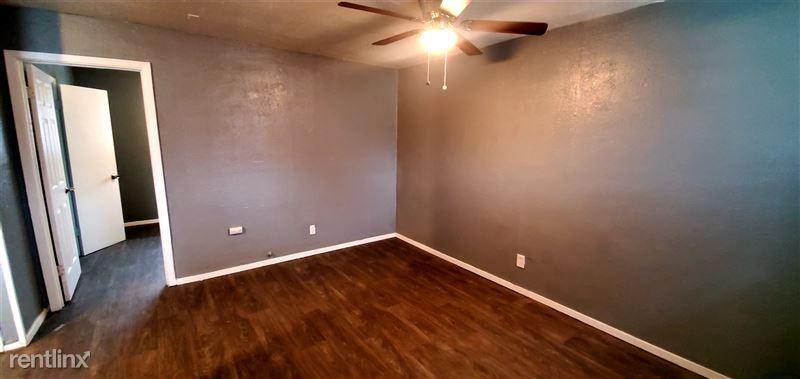 522 Aaron Pl - 5 - Living Room