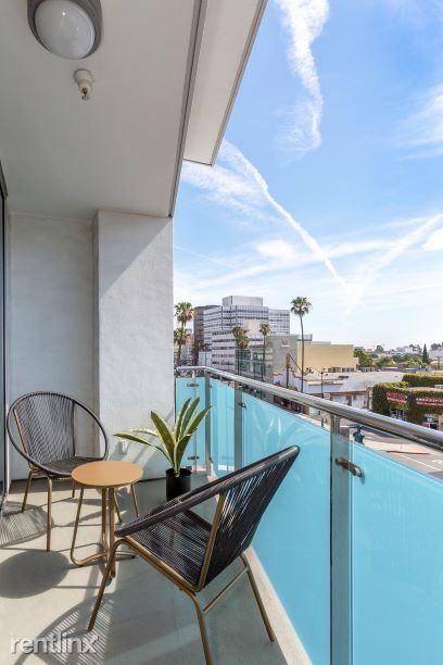 Blu Beverly Hills - 4 - 05 Living room patio