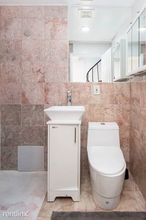54 Cumberland St - 5 - the-fort-greene-house-bathroom-3.700x700