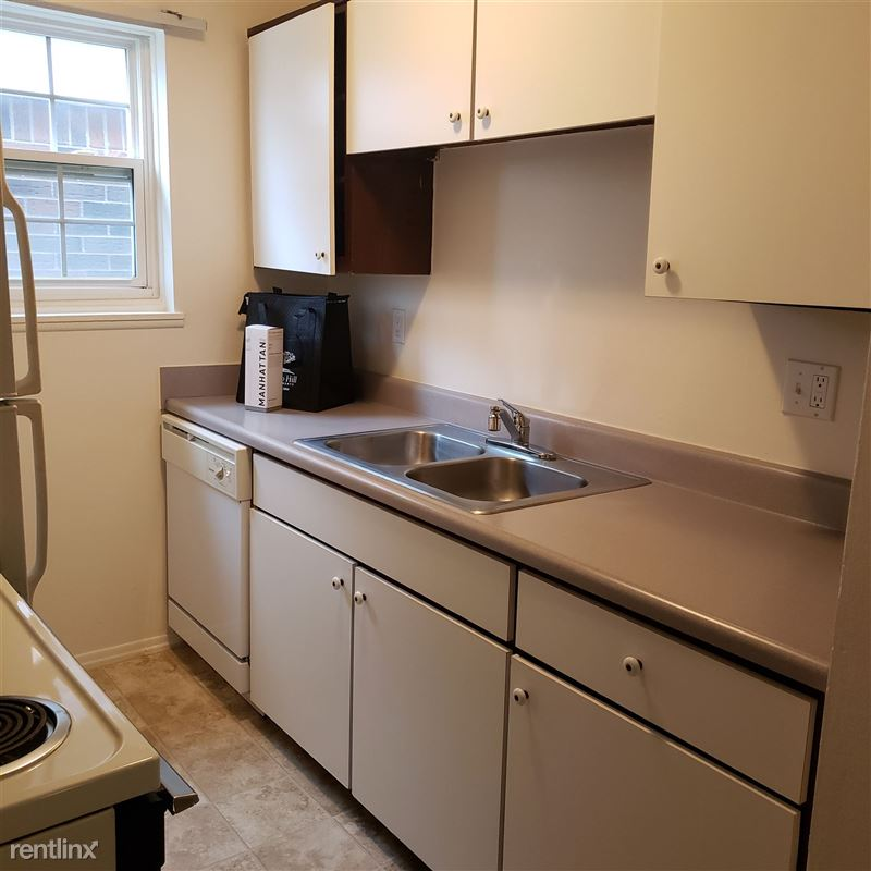 Knob Hill Apartments - 4 -