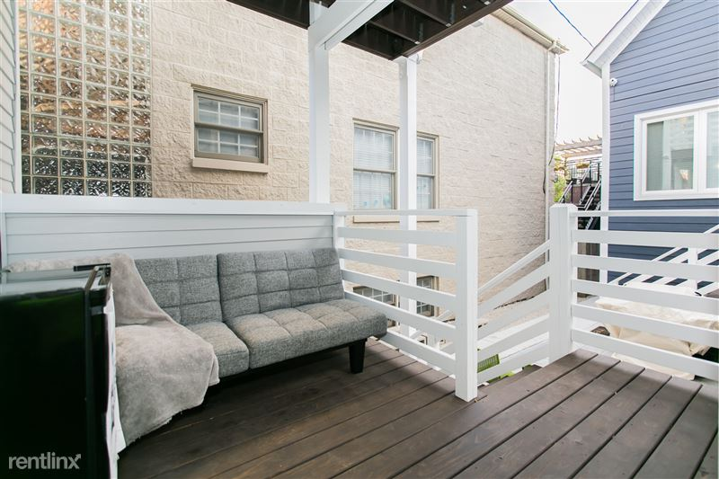 1743 W Barry Ave - 1 - Porch