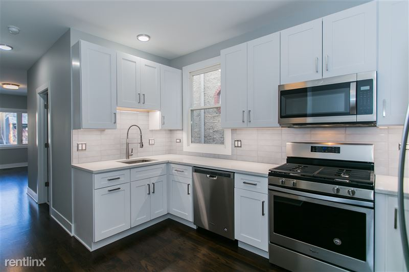 1743 W Barry Ave - 3 - Kitchen