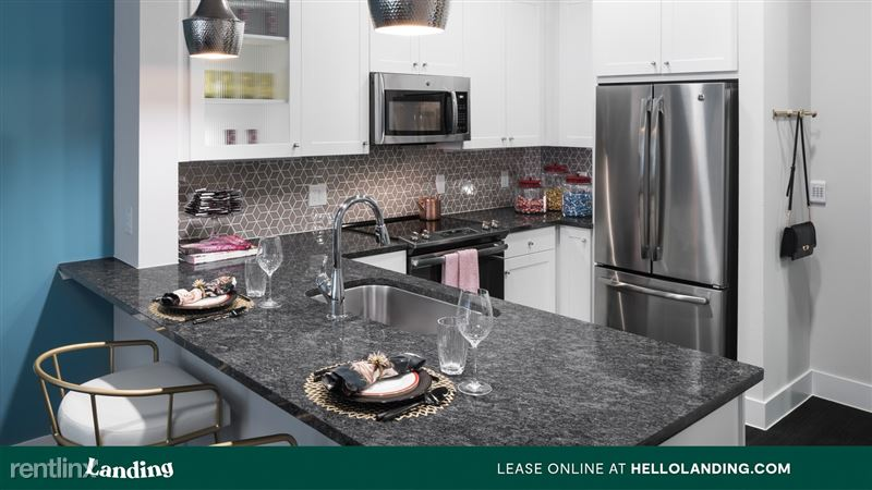 Landing Furnished Apartment Alexan Ross - 3 -