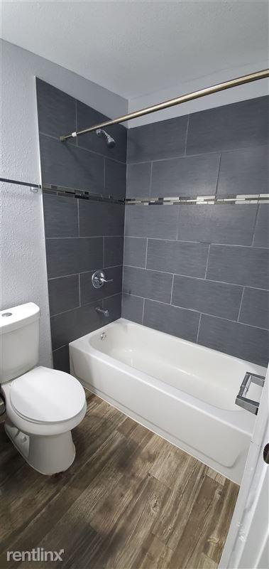 429 Wharton St - 4 - Bathroom