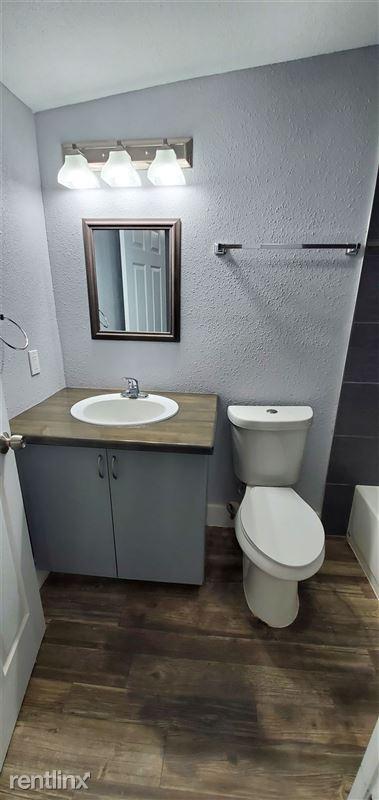 429 Wharton St - 5 - Bathroom