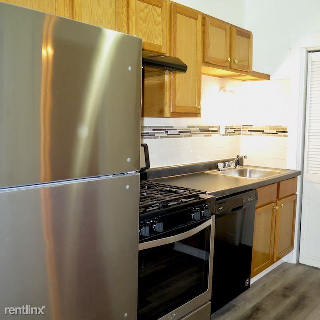 2226 E 70th St # 2228 - 7 - Kitchen includes stainless steel appliances
