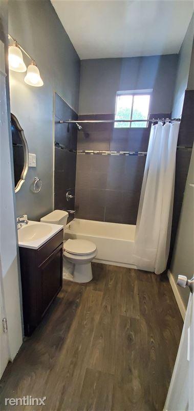 519 Hammond Ave - 3 - Bathroom
