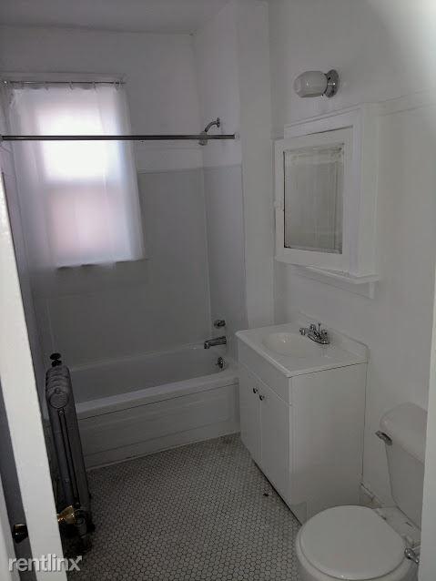 Hadley Hall - 5 - Bathroom