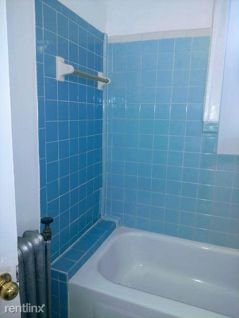 Hadley Hall - 9 - Bath Photo is representative