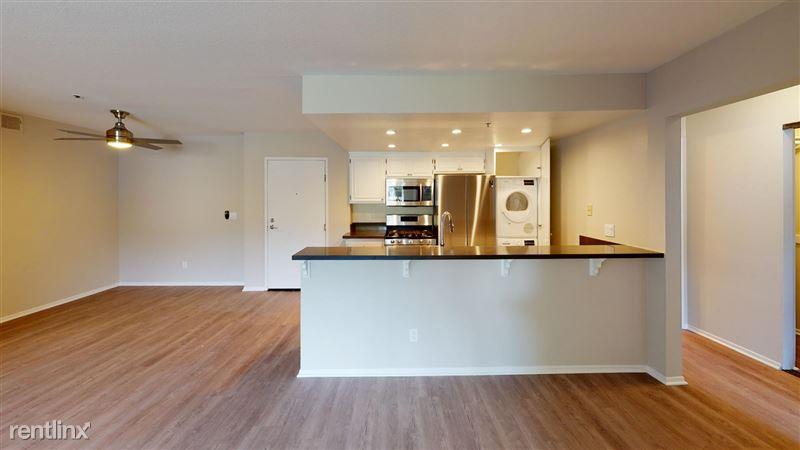 Urbanlux Sunset - 7 - 1425-N-Alta-Vista-418-Kitchen