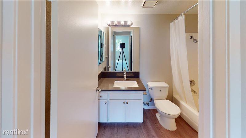 Urbanlux Sunset - 8 - 1425-N-Alta-Vista-418-Bathroom(1)