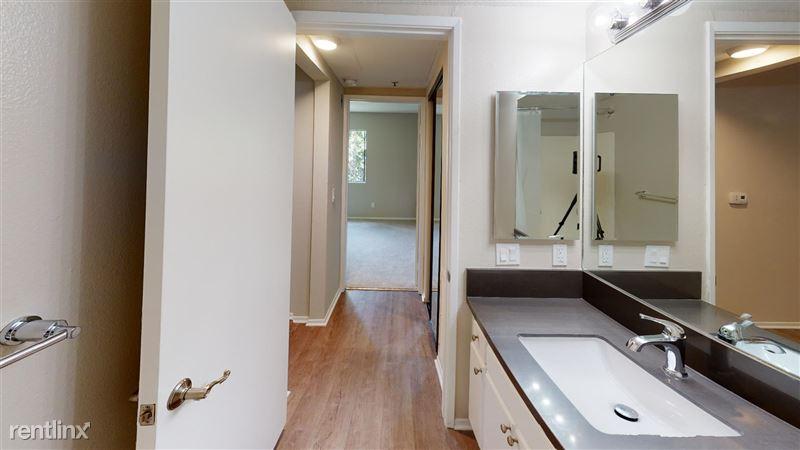 Urbanlux Sunset - 9 - 1425-N-Alta-Vista-418-Bathroom