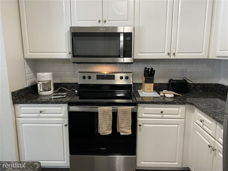 Flex-Lease/Furnished @ Village Green of Rochester - 1 -