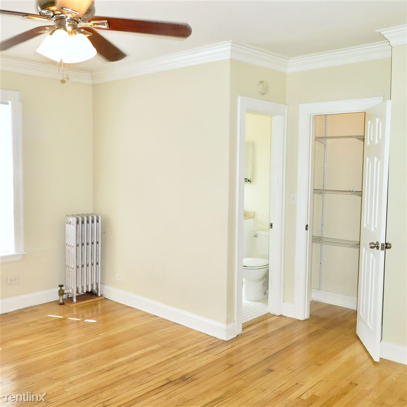 4338 S Drexel Blvd - 1 - Extra closet included