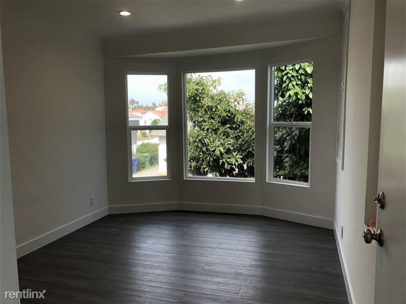 3941 Arlington Ave - 1 - living room
