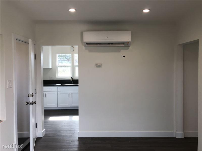 3941 Arlington Ave - 2 - living room facing kitchen