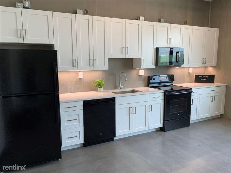 Harrison Circle - 1 - Beautiful Kitchen with lots of Storage