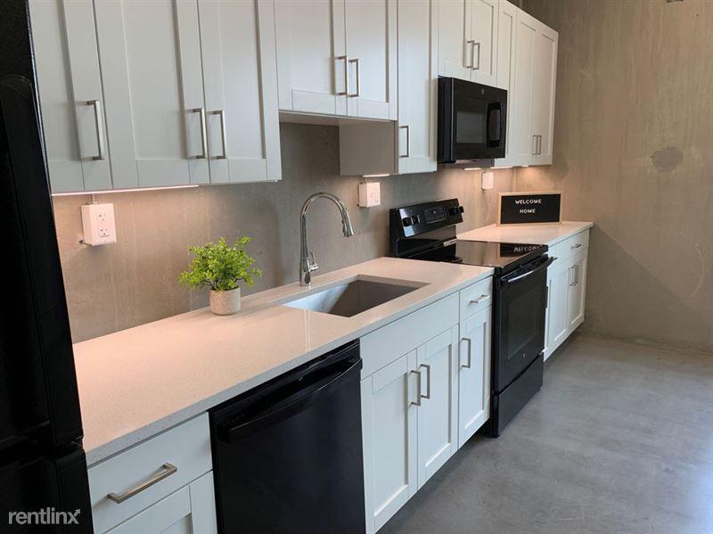 Harrison Circle - 4 - Beautiful Kitchen with lots of Storage