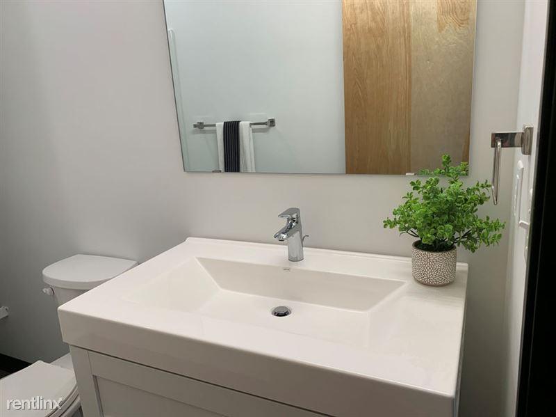 Harrison Circle - 7 - Bathroom