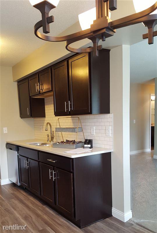 Pinewood Glen Apartments - 1 - 20170812_114709 crop
