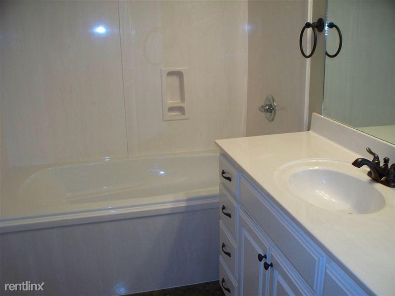 3 bedroom master bath