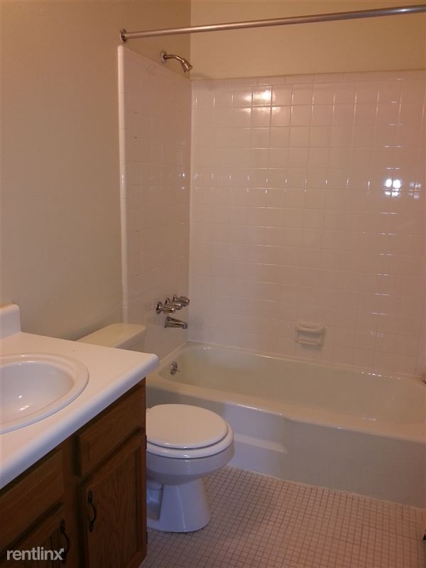 Garden Court Apartments and Townhomes - 5 - Ceramic tile bath