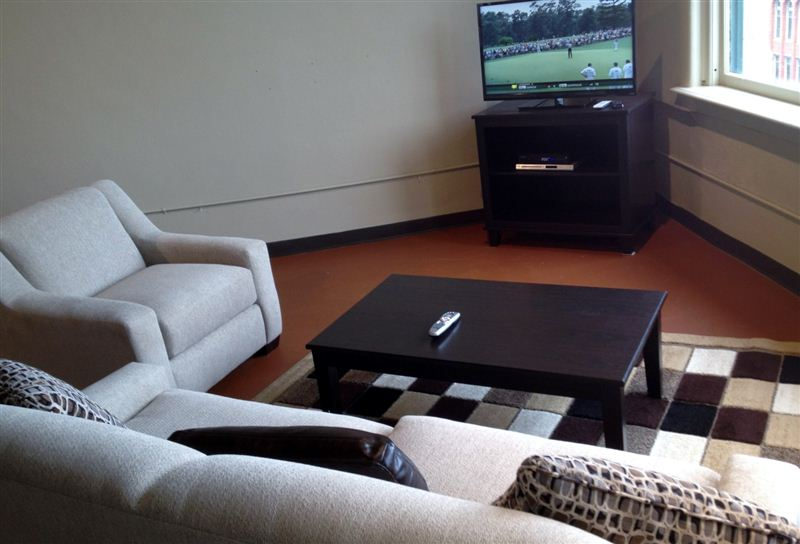 Living room and HDTV w Internet apps