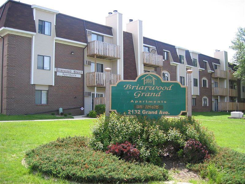 briarwood grand apartments 2132 grand ave west des moines ia