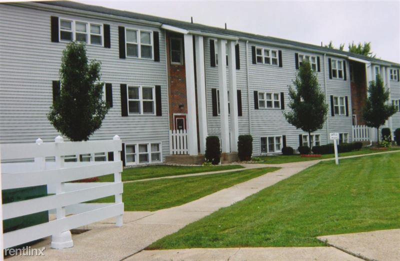 Colonial Crest Apartments (1000 E Lafayette St), Sturgis, MI   Show Me The  Rent