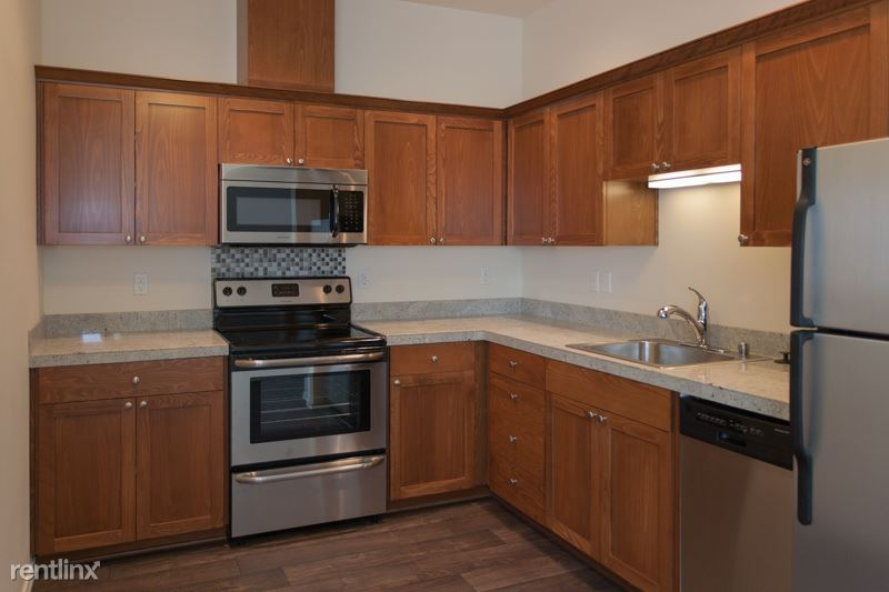Large kitchen with high-quality finishes such as, stainless steel appliances, soft close drawers,