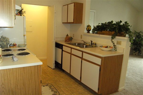 Open kitchen-allows for easy entertaining