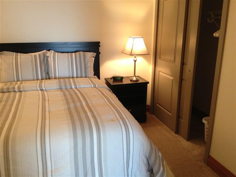 Bedroom - Queen Bed - closet