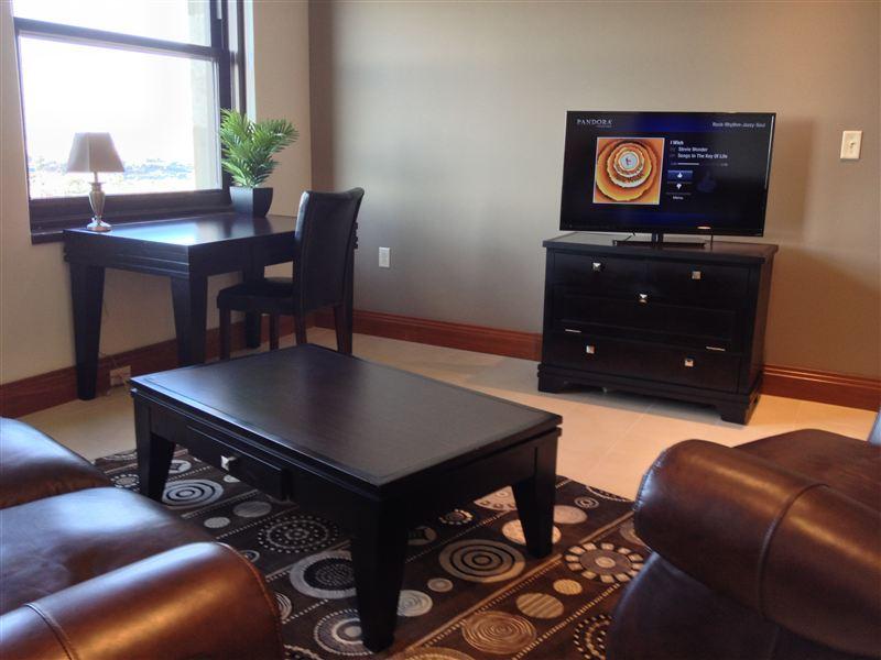 Livingroom - TV - Desk - Low profile