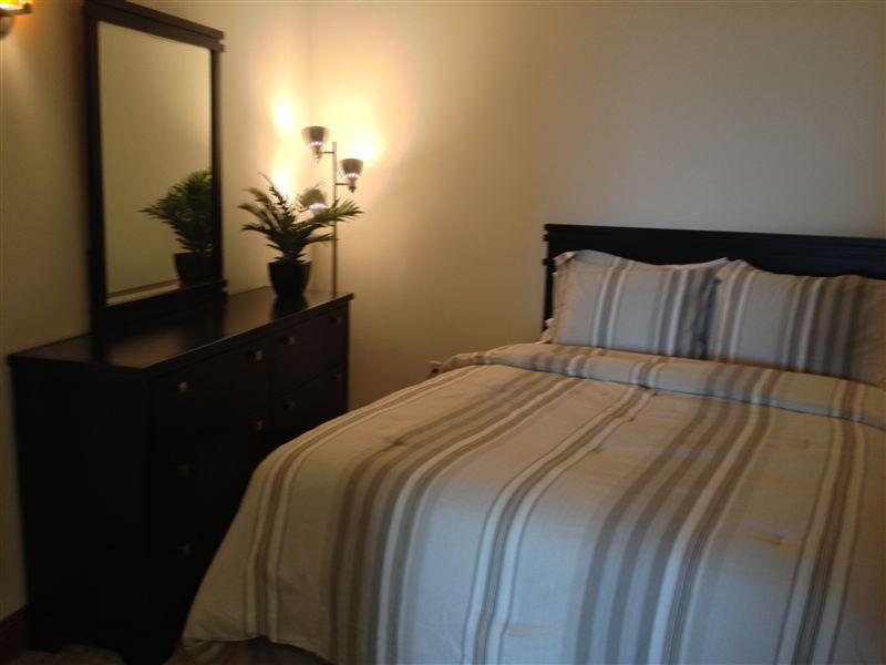 Bedroom - Queen Bed - Dresser