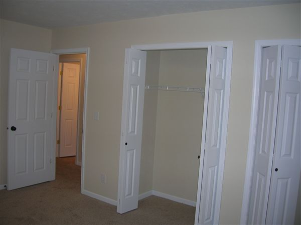 bedroom-large closet space