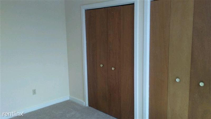 Bedom closet area