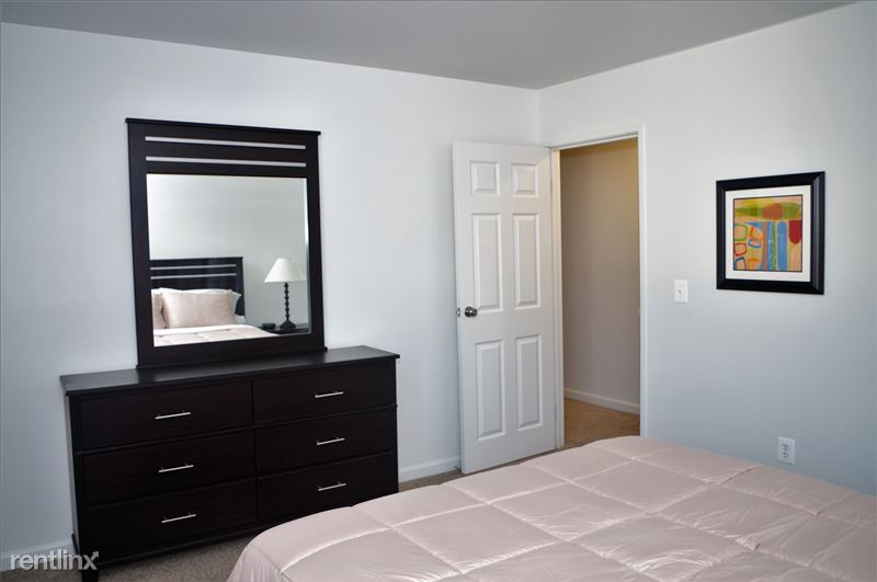 Furnished Apartments in Sterling Heights/Troy - 9 - IMGP2621