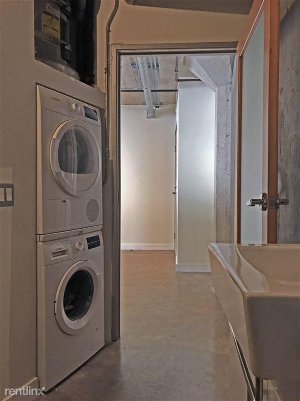 Cosmo Lofts - 3 - 04_bathroom