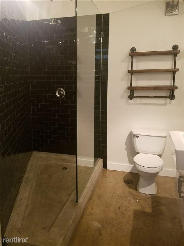 Cosmo Lofts - 3 - 204 Bath