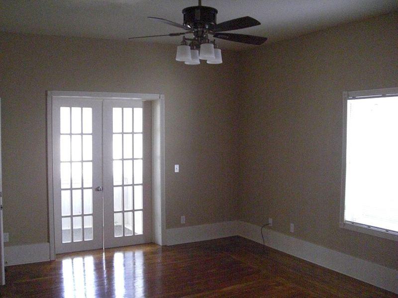 408 N Walnut St - 6 - 408.Unit.A.livingroom