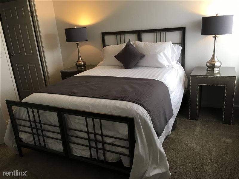 Furnished Apartments in Sterling Heights/Troy - 9 - IMG_1406