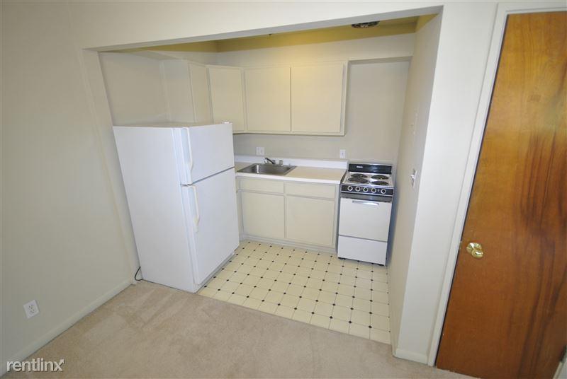 Atrio Apartment Homes - 1000 W. Huron (1000 W Huron St), Ann Arbor ...