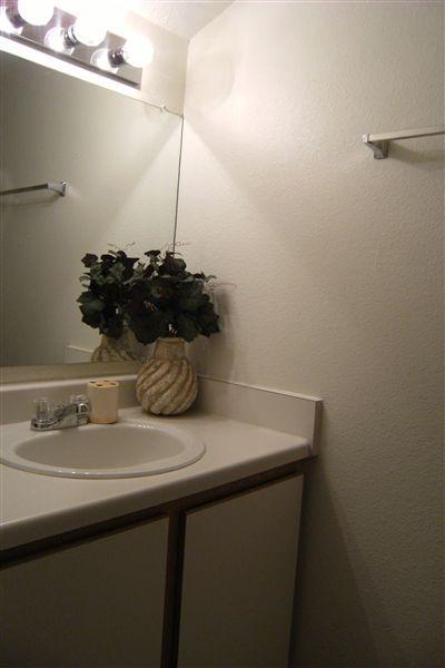 B4, 2 Bedroom, one and half bath 006