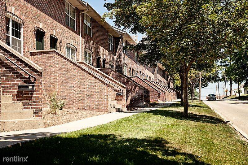 Lincoln Park Town Homes - ISU Campus Apartments (609 S