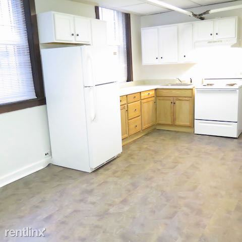 4338 S Drexel Blvd - 3 - Kitchen includes appliances