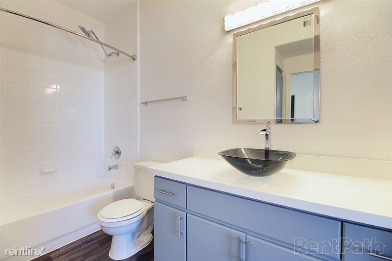 Bela int Bathroom%281%29