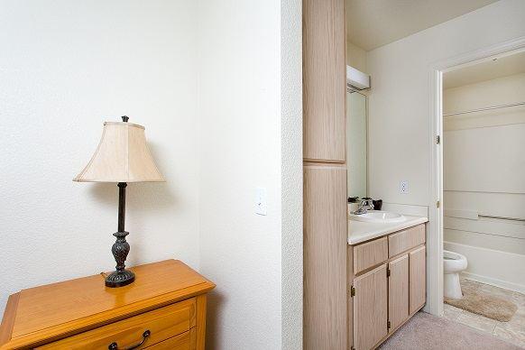 4x2 Master Bed - Vanity View
