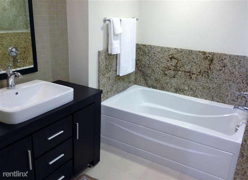 18 Bath - Vanity - Tub