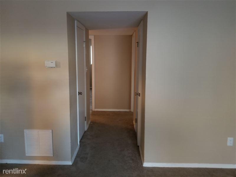 3 bedroom hallway