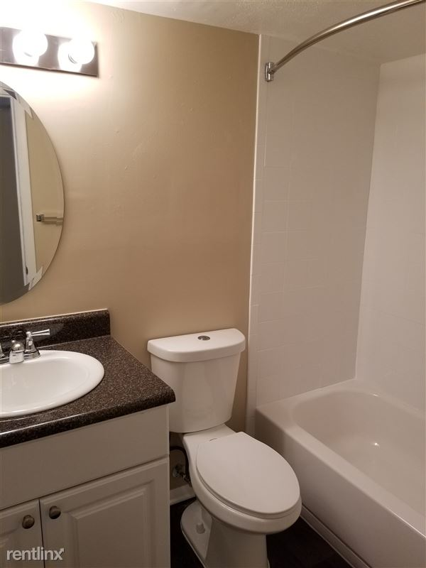 1 bedroom bathroom